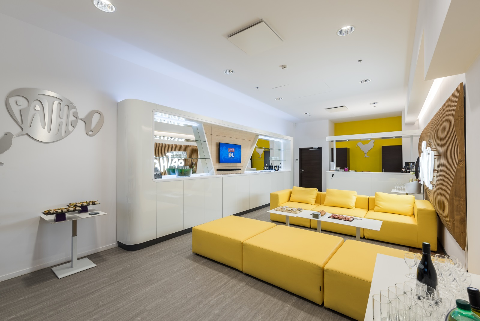 loges. Black Bedroom Furniture Sets. Home Design Ideas